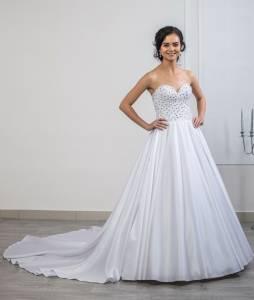 95d3854d89bc Svadobný salón Ellen Zvolen - Svadobné šaty